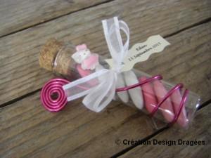 Éprouvette avec dragées dragées Hello Kitty rose